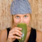 Пијте го овој зелен напиток секој ден: Килограмите ќе исчезнат, а вашето тело ќе се исчисти од отровите!