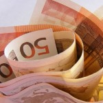 Еврото паѓа во однос на доларот по грчкиот референдум