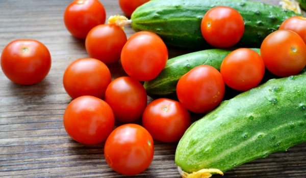 tomato-cucumbers12
