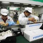 Foxconn заменува 60.000 вработени со роботи