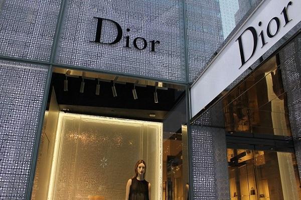 Бернар Арно го купува Christian Dior за 12 милијарди евра